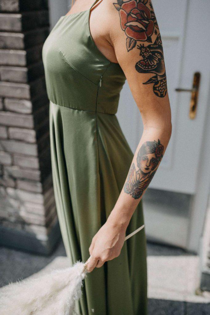 olivové a bronzové spodní šaty