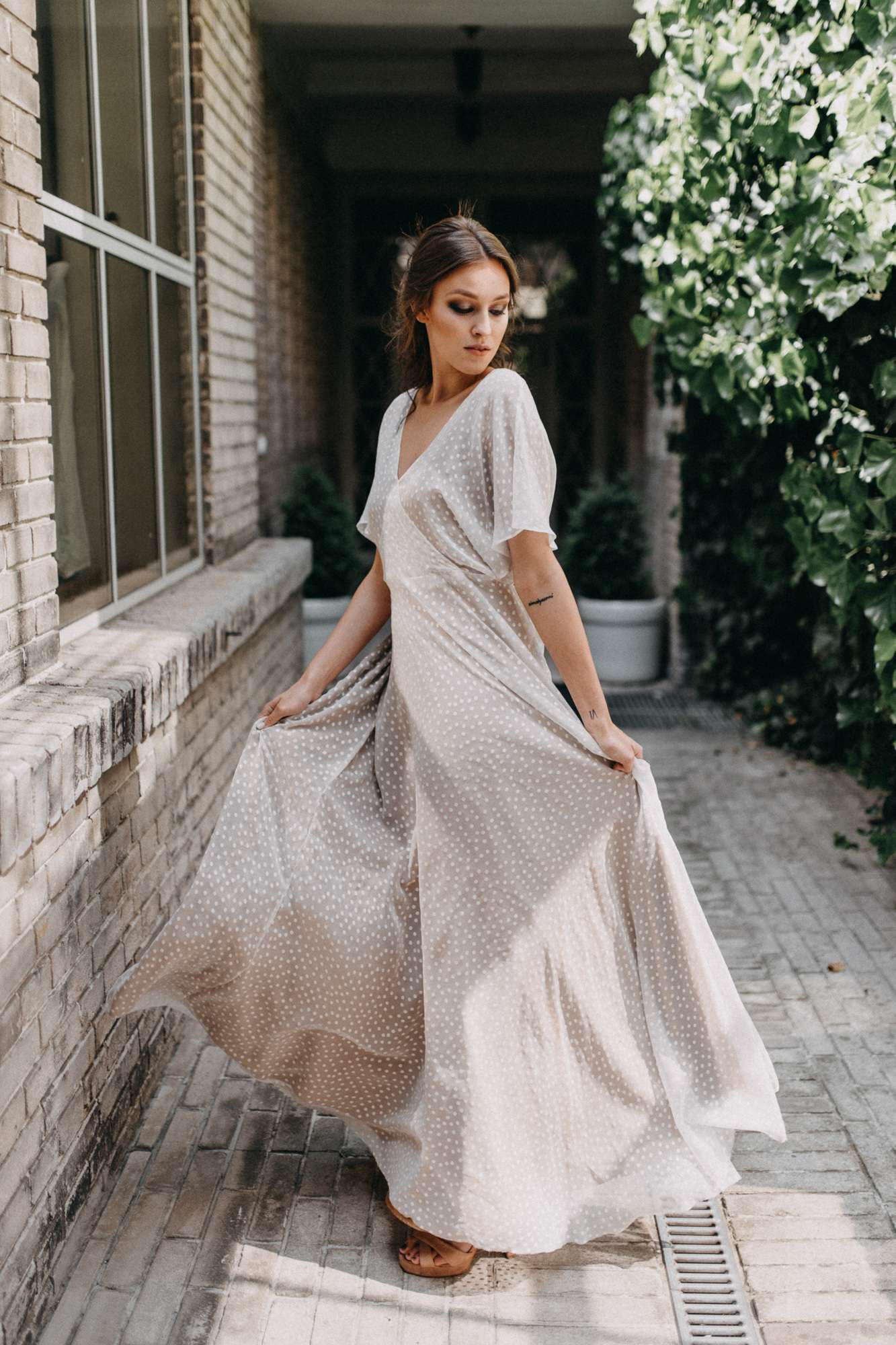 Puntíkované udržitelné svatební šaty