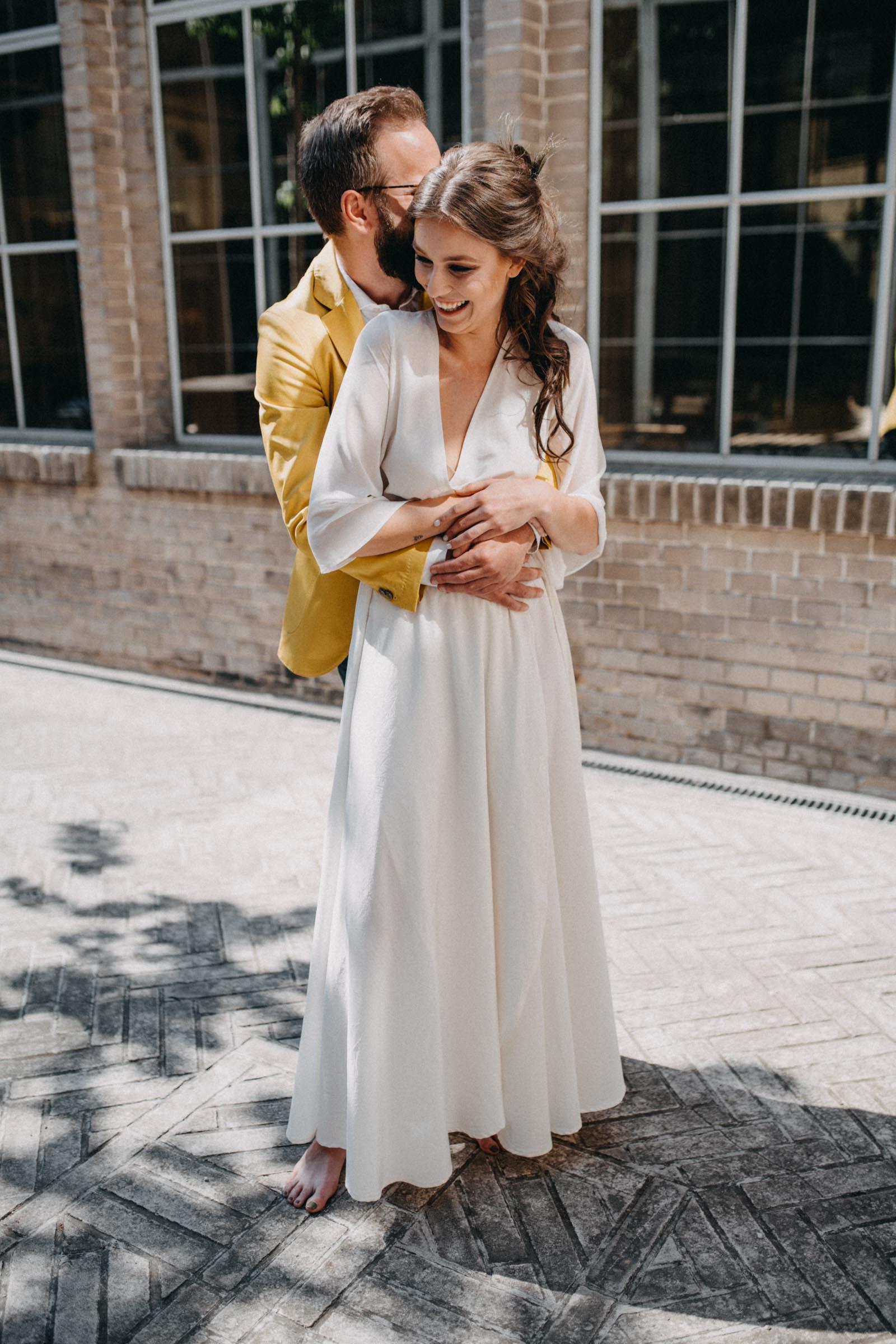 Lehoučké hedvábné svatební šaty